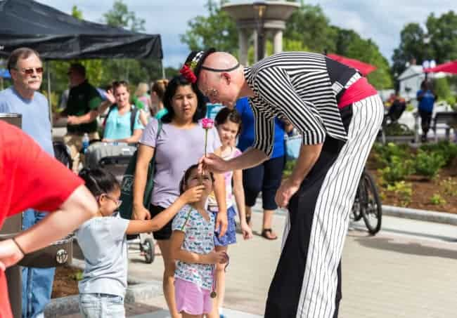 Stilt Walkers Adam & Liz at Downtown Cary Celebration | Photo by Mark Thomas | Imagine Circus