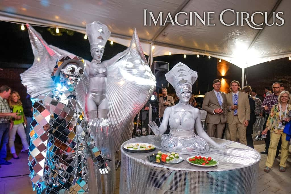 Mirror Man, Silver, Stilt Walker, Strolling Table, Classy Art, Imagine Circus, Performer, Adrenaline, Tain, Azul, Photo by The Nixons Photography