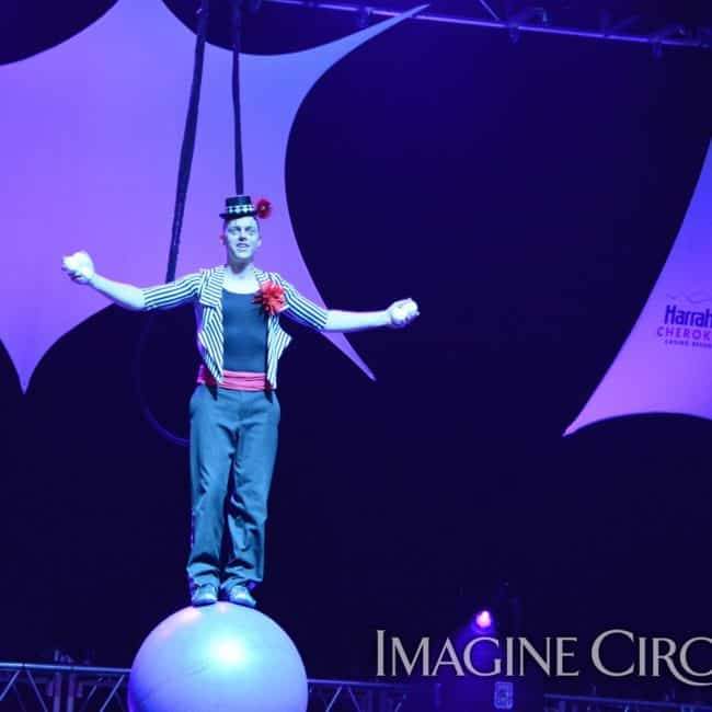 Rolling Globe, Harrah's Casino, Cherokee, NC, Imagine Circus, Adam, Photo by Susan Dipert Scott