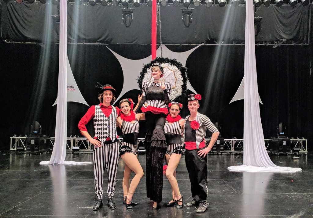 Stilt Walker, Acrobats, Aerialists, Jugglers, Stage Show, Harrahs Casino, Imagine Circus, Performers, Azul, Katie, Liz, Tain, Adam
