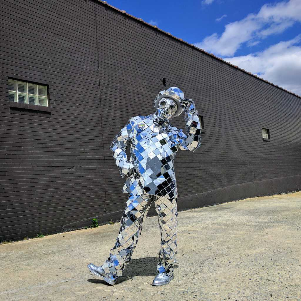 Character, Mirror Man, Silver Costume, Imagine Circus