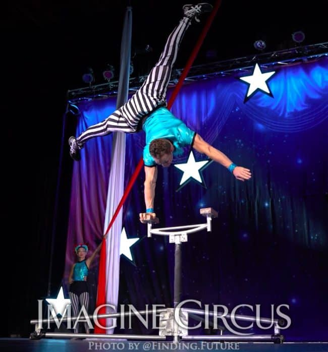 Acrobat, Hand Balancer, Rocco, Cirque Celebration, Stage Show, Imagine Circus Performer, Photo by Finding Future