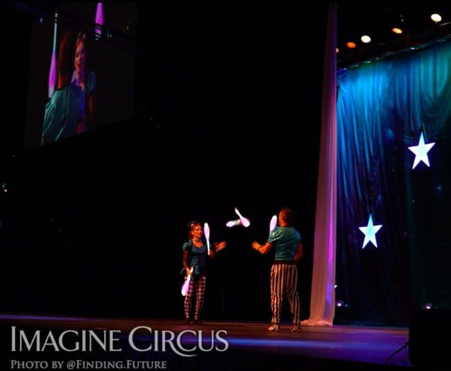 Juggling, Duo LED Jugging, Rocco, Lucy, Cirque Celebration, Stage Show, Imagine Circus Performer, Photo by Finding Future