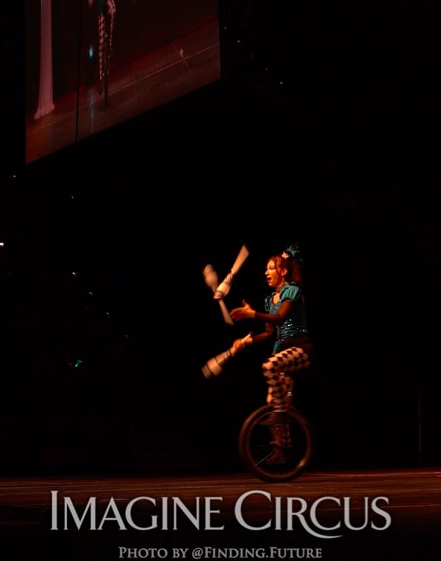 Juggling, Unicycle Juggler, Lucy, Cirque Celebration, Stage Show, Imagine Circus Performer, Photo by Finding Future