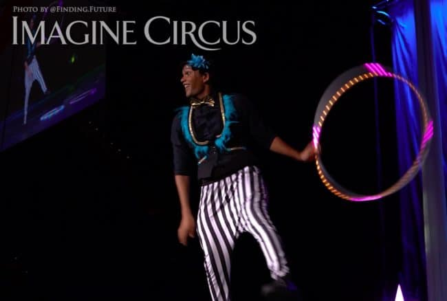 LED Hooper, Ben, Cirque Celebration, Stage Show, Imagine Circus Performer, Photo by Finding Future